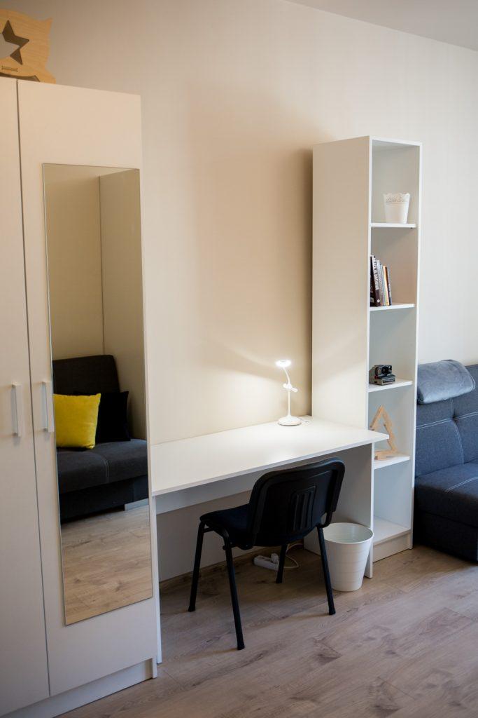 Mieszkanie na wynajem - biurko